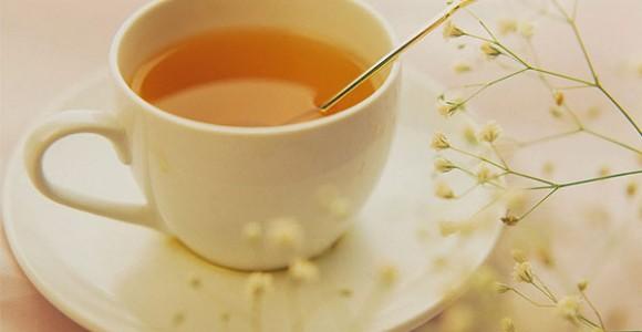 Vì sao nên uống nước ấm pha mật ong vào mỗi buổi sáng